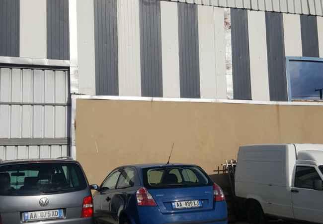 Durres, jap me qera magazine Kati 1, 450 m² 500 Euro (Sukth) Objekti ndodhet ne Sukth,Durres, rreth 400 mt larg nga Autostrada Tr-Dr. Sip e b