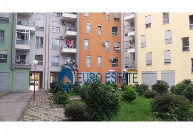 Tirane,shes dyqan Kati 1,35 m2, 40.000 Euro(Rruga e Kavajes,mbas Albacall)