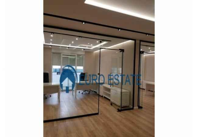Tirane,jap me qera ambjent biznesi Kati 2, 112 m² 1.400 Euro ( Ish Blloku) Jepet me qira ambiente luksi me siperfaqe 112m2, te pershtatura per zyra. Ap