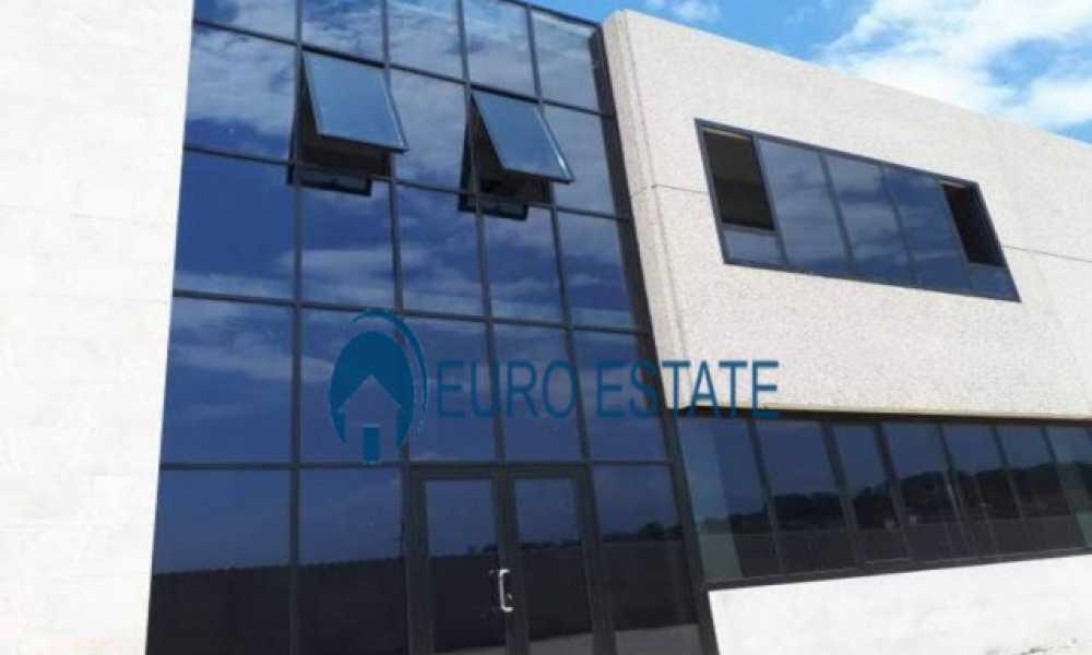 Tirane,shes Magazine+Zyra 1.100 m2, 620.000 Eur (Mbikalimi i Rinasit)