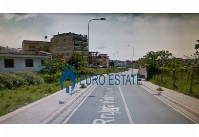 Tirane, shes truall   831 m², 140.000 Euro(Porcelan) Shitet nje siperfaqe trualli 831 m2 e ndodhur ne rrugen e Kokonozeve, pas Porcel