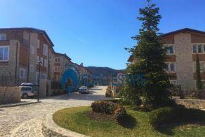"Shitet vile 3 kateshe 360 m2,350.000 Eur('Secret Garden',prane ROLLING HILLS) Vila ndodhet ne Rezidencen me te re ""Secret Garden"", nje nga komplekset me t"