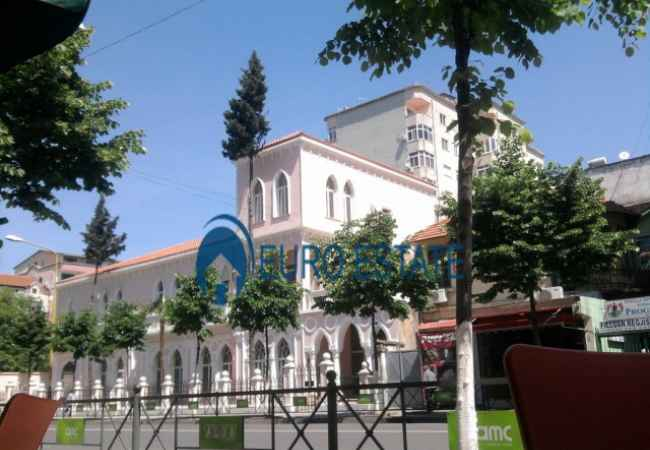 Tirana, for sale Business premises Floor 1, 86 m² 77.000 Euro (former Yugoslav Embassy) For sale business environment, 86 m2 of living space suitable for residential or
