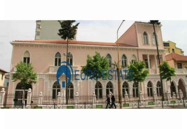 Tirane, shes ambjent biznesi Kati 1, 86 m2 77.000 Euro (Ish Ambasada Jugosllave)