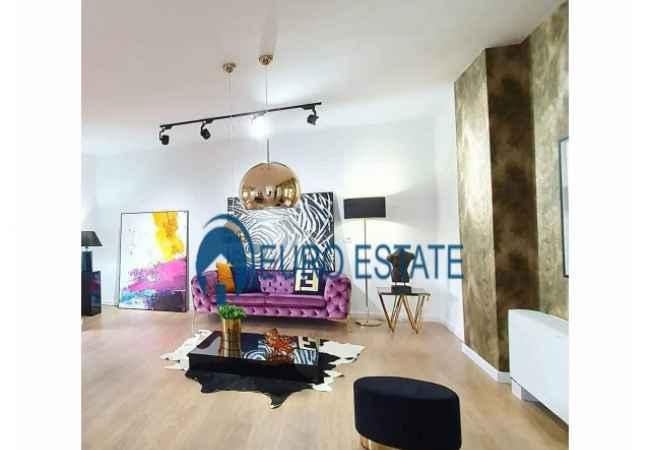 """Tirane,shes Apartament 3+1 & Verande, Kati 5, 218 m² 248.000 Euro (PAMI) Shitet apartament Luksi 3+1 tek """"Kopshti Zoologjik"""" pranë bar """"P"""