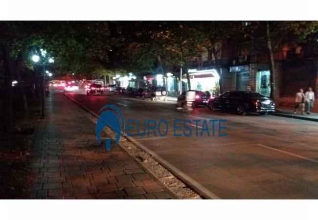 Tirane, shes dyqan Kati 1, 122 m², 210.000 Euro (Ministria e Jashtme) Tek Bulevardi Bajram Curri ,ne rruge kryesore tek Ministria e Jashtme ,shitet dy