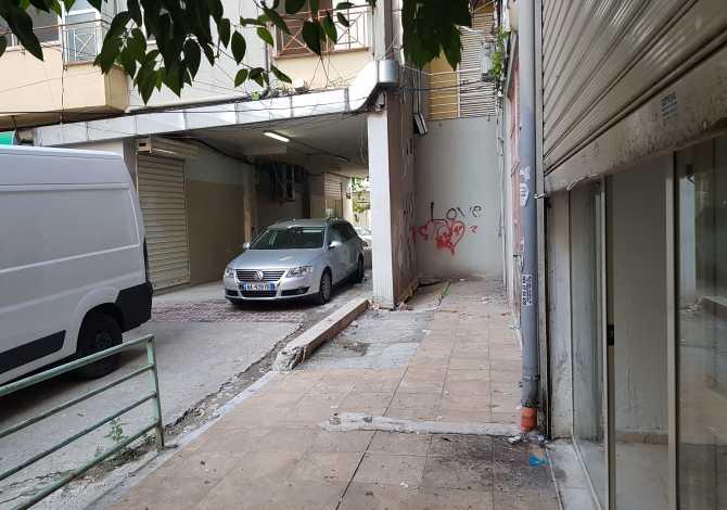 Shitet Dyqan Shitet Dyqan 15M2,tek blloku Vasil Shanto prane rruges qe te con tek Kristal Cen