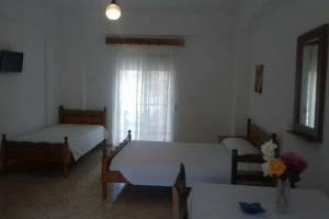 Rooms in Himara The Himara Beach Rooms offer complete rooms with beds, kitchen, bathroom, balcon