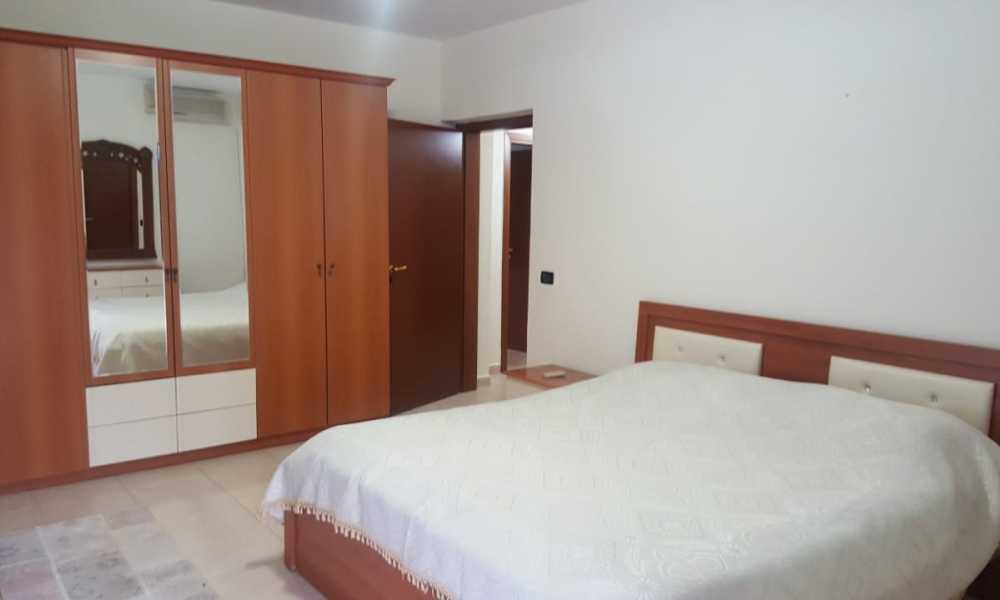 Tek Garda, jepet me qira apartament 3+1 ne katin e 2-te te nje pallati te ri.