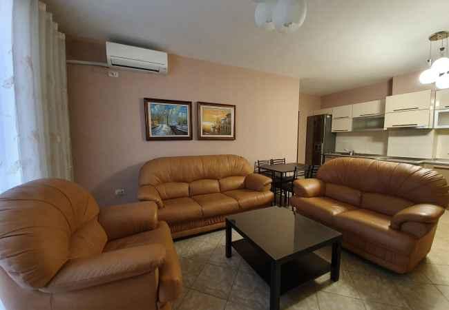 Jepet me Qira Apartament 2+1!  Jepet me qira per familjare apartament i mobiluar me kushte te mira. Apartament