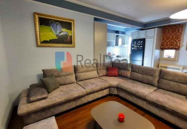 id:149599 - Tek Ish-Parku, Jepet Me Qira Apartament 2+1 Me Shume Drite!!