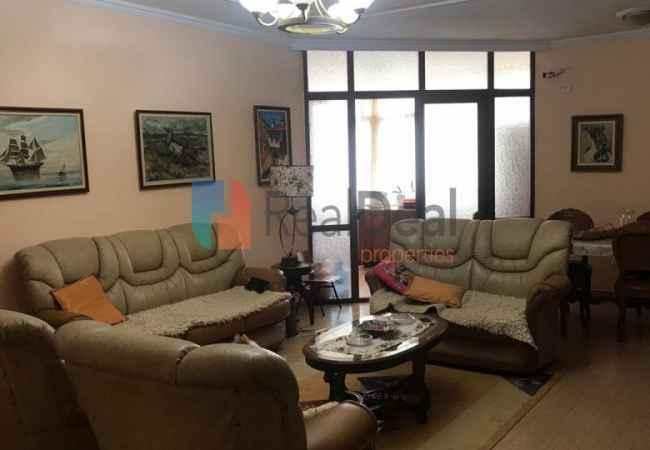 Tek Rruga Petro Nini Luarasi, Jepet Apartament 3+1 me Qira