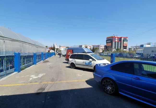 Kapanon me qera ,Autostrade Tirane Durres Jepet me qera kapanon me siperfaqe prej 550m  dhe 500m truall qe  mund te perdor