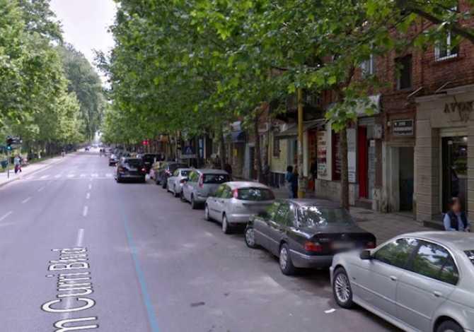 Shitet Ambjent Biznesi te BLV Barjam Curri Shitet Ambjent Biznesi me sip,35.2m ne buze rruge kryesore,aktualisht me qera dy