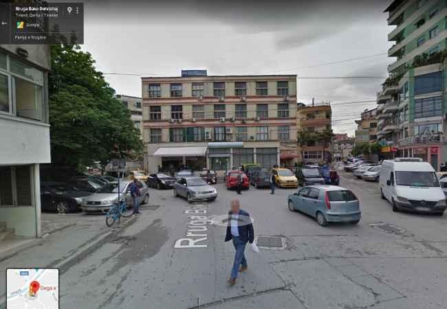Shitet, Ambient, Rruga Bako Dervishaj, Tiranë. AL16064 Ambienti ndodhet në zonën perballë 7 xhuxhave rruga Bako DervishajInformaci