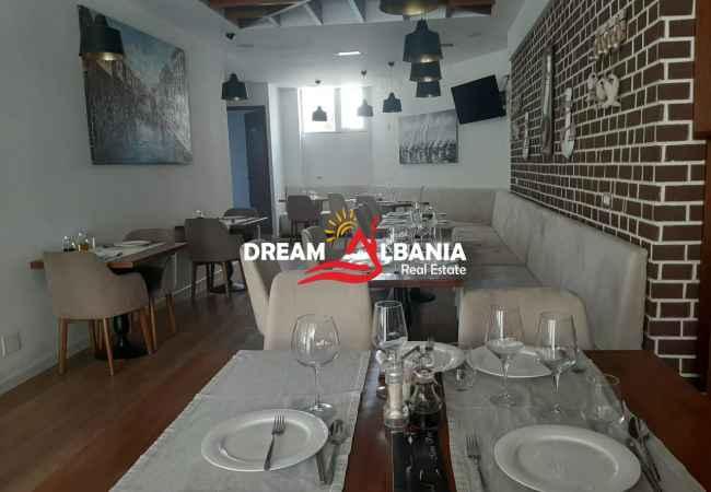Bar-Restorant me qera ne zonen e Bllokut, prane Kopshtit 31ne Tirane (ID 4271424