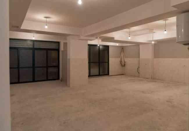 Magazine me Qera ne Rrugen e Kavajes Jepet me qera magazine 220m2 ne katin -1 te nje ndertese te re.Magazina disponon