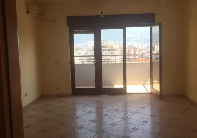Zyra me Qera Në Qëndër Të Tiranës Jepet me qera zyrë 165m2 neto, tek 9katëshet, pak metra larg sheshit qëndror