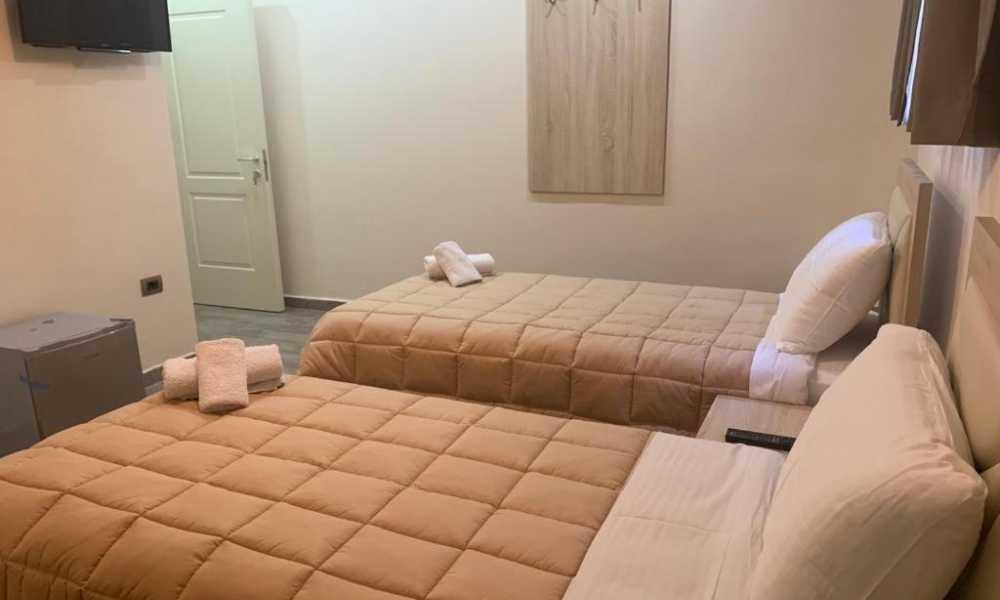 Jepen Super dhoma hoteli tween room me qera tek 21 Dhjetori