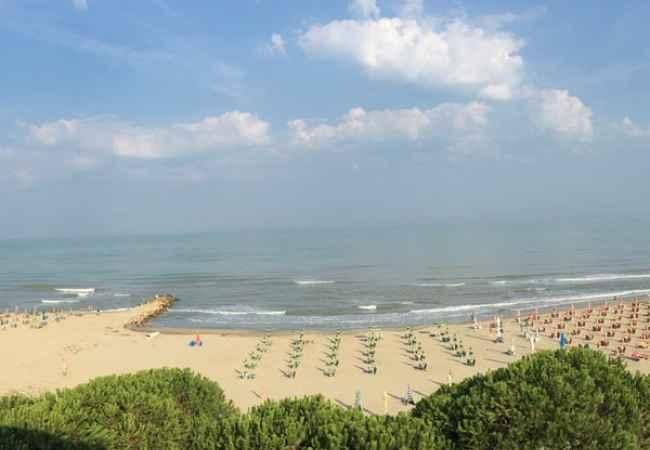 Toke/Truall per shitje ne Qerret te Kavajes OKAZION: Shes 1000 m2 truall ne bregdet ne Qerret te Kavajes. Ndodhet ne portin