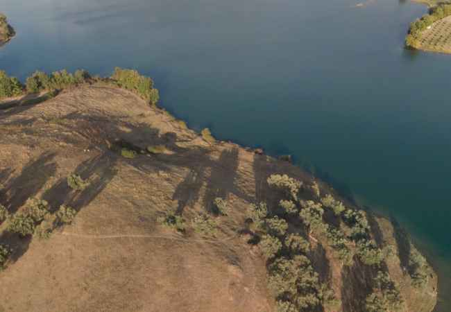 Shitet 31000 m2 toke te liqeni i farkes!