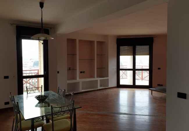 Qender ,apartament/zyre me qera ,ne nje godine prestigjoze  Ne zemer te Tiranes , ne nje prej godinave me prestigjoze ne Tirane ,tek Torre D