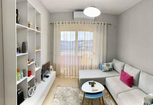 SHITET SUPER APARTAMENT MODERN 1+1 Shitet apartament 1+1 pa shkuar ne Kamez.Apartamenti eshte i investuar me deta