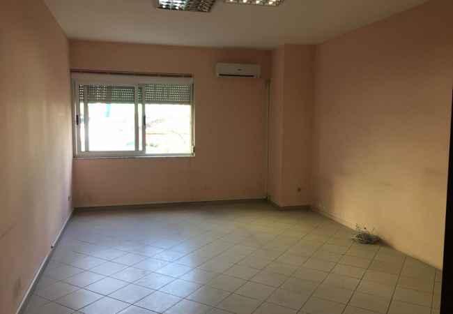AMBJENT BIZNESI PER QIRA ,BLLOK  Jepet per  qira apartamenti 4+1+2 tualet me siperfaqe 137m2 ne Rrugen Brigada VI