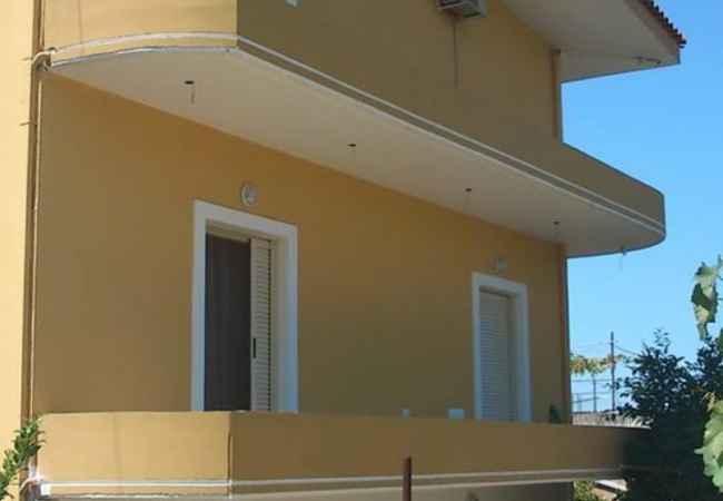 Vila del sole  Japim dhoma per perjudhen e veres rreth 200m larg vijes bregdetare kushtet jan p