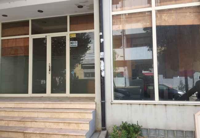 Shitet DYQAN 100 m2 Me Hipoteke pran Vila L Shitet dyqani 100 m2 bashke me nje verand 50m2 ndodhet ne katin 0 te kompleksi s