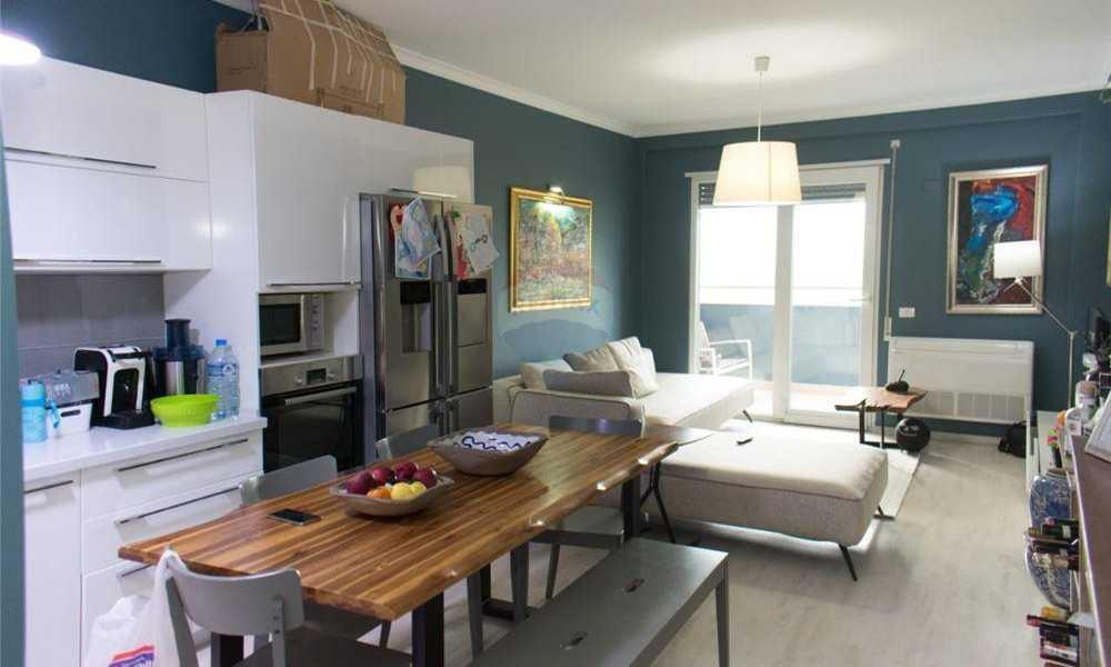 Shitet apartament 2+1+2 prane Liqenit te Tiranes