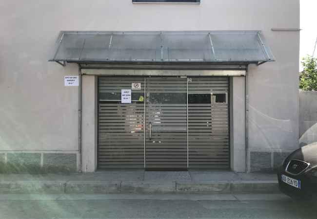 Objekt me qera  Ambjenti eshte 50 m2 , buze rruges Rruga Vjoleta Manushi (perballe disko Venue