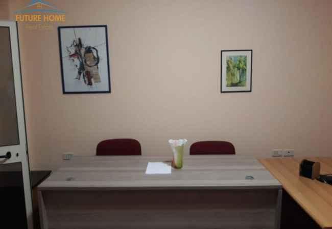 Qera, Ambient, Bllok, Tiranë Amienti ndodhet në zonën e Bllokut. Informacion mbi Ambientin: • Buzë rruge