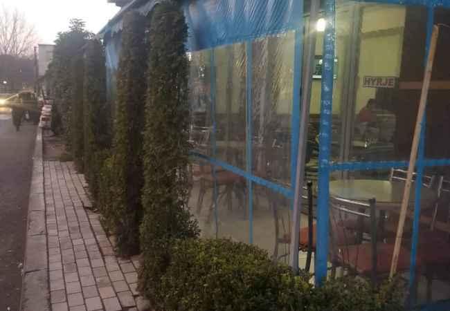 Bar kafe prane kupoles Jepet lokal me qera prane kupoles ne laprake ,lokali ndodhet ne rruge kryesore ,