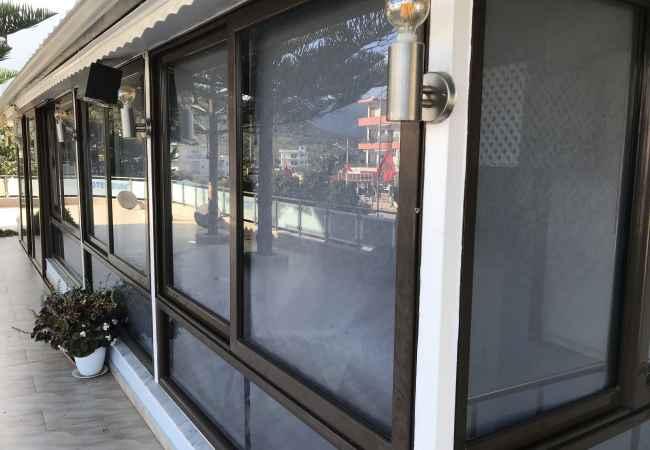 Sherbime Ndertime dhe Ristrukturime Ne shitje dyer dritare alumini dhe xhamari