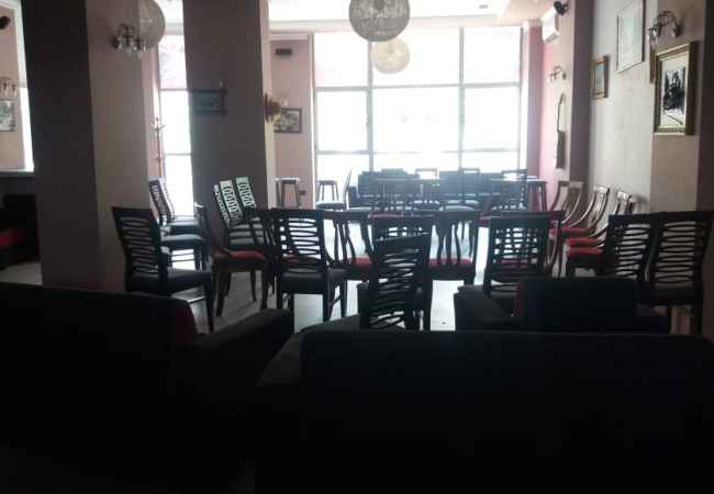 SHITET AMBIENT BIZNESI NË LAGJEN AQIF PASHA , ELBASAN Shitet ambient biznesi në lagjen Aqif Pasha, Elbasan, me një sipërfaqe prej 1