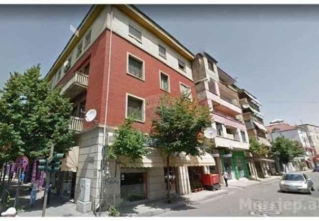 Dyqan Okazion!!! Shitet dyqan dublex ne fillim te rruges Fortuzi vetem 20 metra nga rruga Durresi